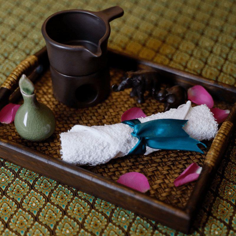 Masaż tajski gorącym olejkiem kokosowym