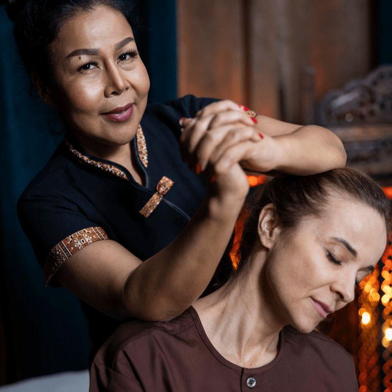 Masaż tajski ramion, głowy i pleców